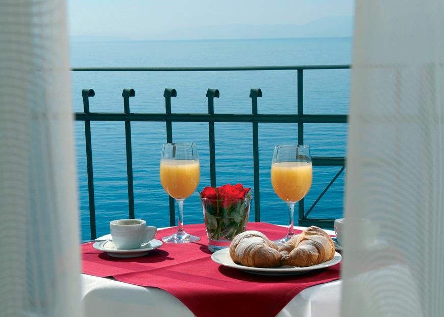 Doručak na balkonu hotela Jadran