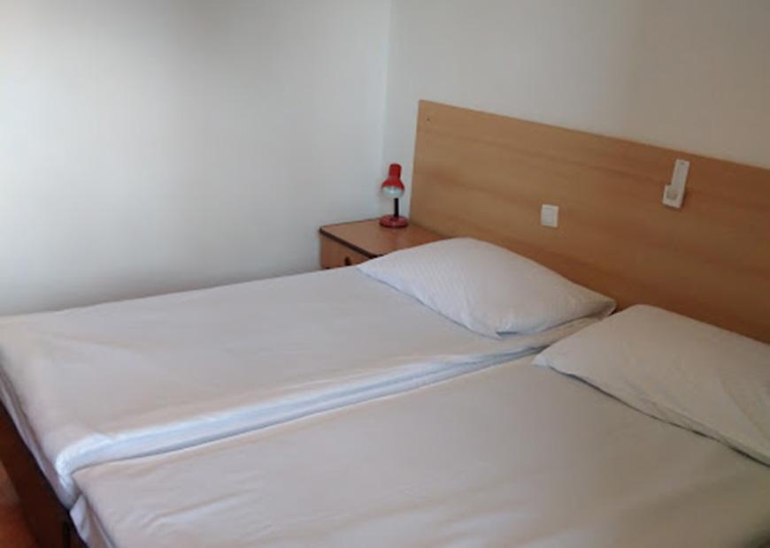 Dvokrevetna soba bez kupaone prenoćište Lucija